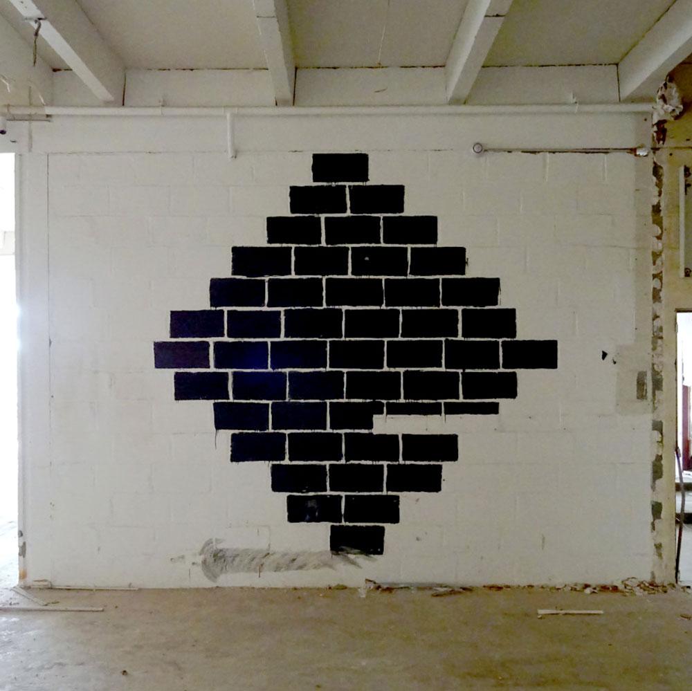 Mardi-Noir-peinture-briques