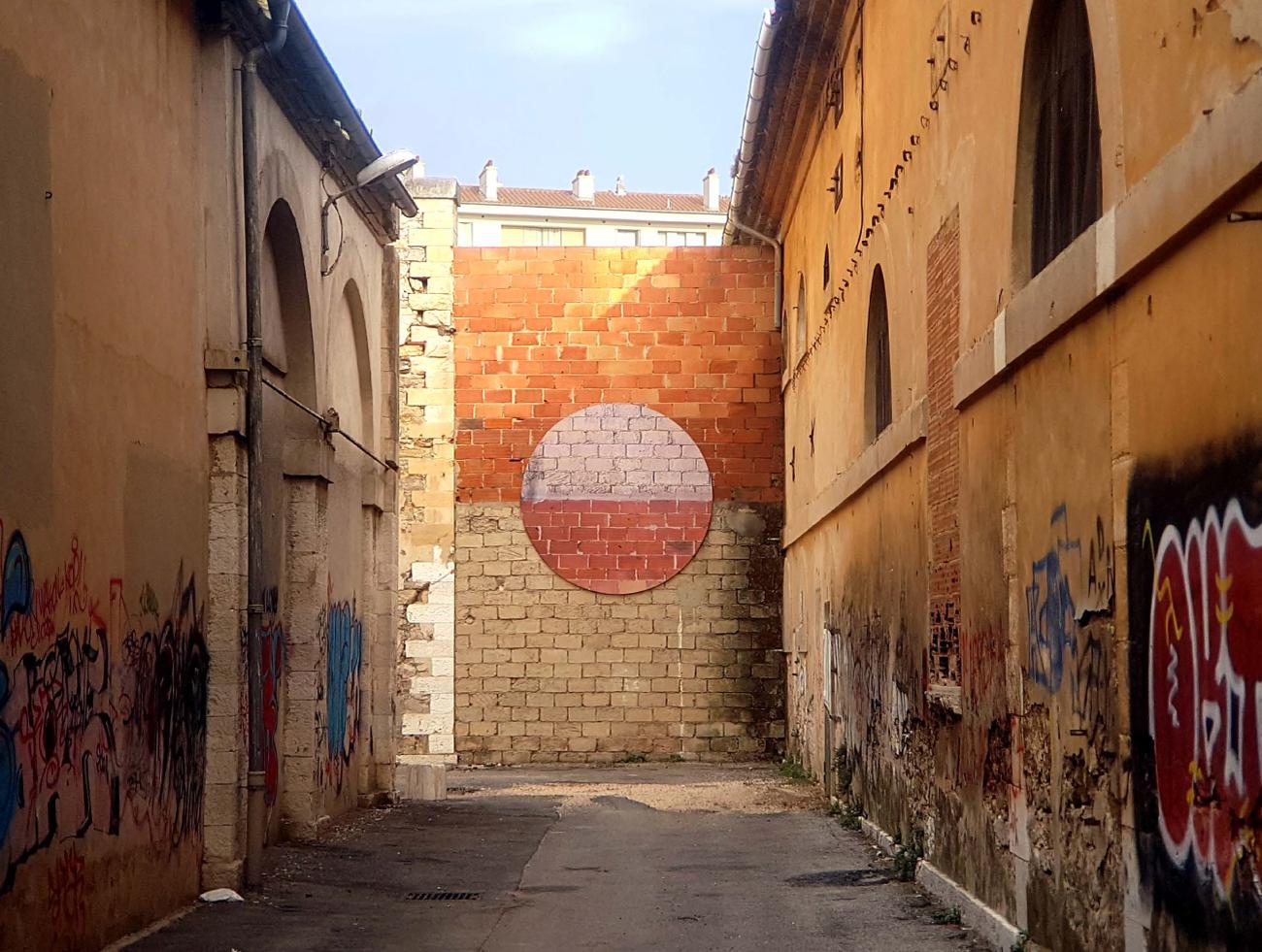 IPIN peinture sur un mur au fond d'eun terrain CARROTAGES-GRAPHIQUES---Toulon
